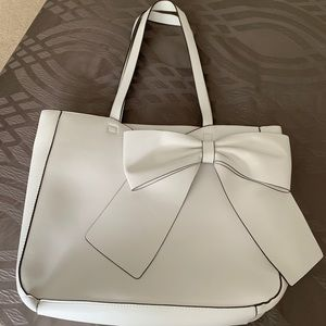 Karl Lagerfeld cabellé bow white tote